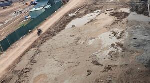 Hà Nội: Tập kết bùn thải sai vị trí tại Dự án đầu tư xây dựng cầu Vĩnh Tuy 2?