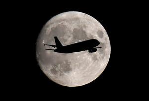 Các công ty hàng không vũ trụ Mỹ cam kết phát thải ròng bằng 0 vào năm 2050