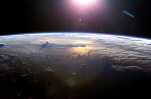 Trái Đất đang bị mờ dần chỉ trong vài thập kỉ vì biến đổi khí hậu