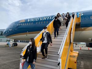 Hà Nội: Người đi máy bay về từ TP.HCM tự theo dõi sức khỏe tại nhà