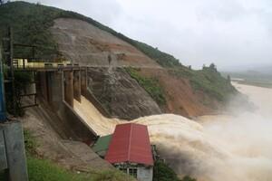 Hà Tĩnh: Thủy điện điều tiết lũ, nhiều khu vực dân cư bị cô lập