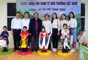 Trung ương Hội Kinh tế Môi trường Việt Nam trao quà cho bà con nghèo tỉnh Bắc Kạn